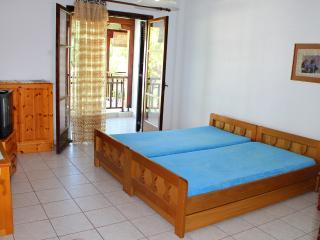 Beachfront holiday apartment in Halkidiki-DICHTI 2, Polichrono