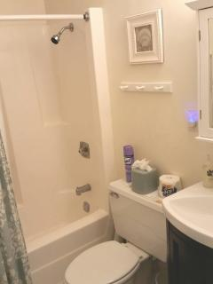 2nd floor full bathroom
