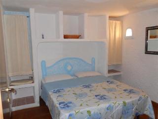 Casa Vacanza con giardino a 5 minuti dal mare !!, Aglientu