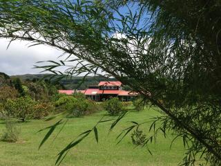 Peaceful Hawaiian Flower Farm - Country Comforts, Waimea