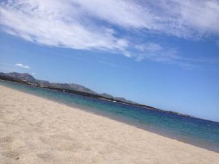 La spiaggia a 5 minuti a piedi dal villaggio