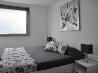 Lovely 2 bedroom near Camp Nou & Metro!, Barcelona