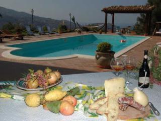 Villa Catarina a Pettineo con piscina