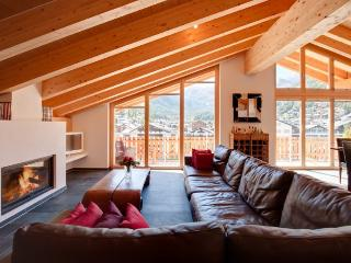 Chalet Zeus - Luxury Ski Apartment 3 Bedroom *Please Enquire For Special Rates*, Zermatt