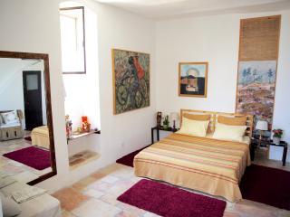 Charming Suite -best location in Yemin Moshe, Jeruzalem