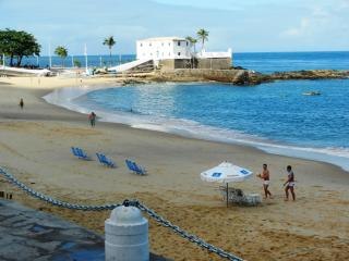 Breezy 3 Bdrm in front of Porto da Barra Beach, Salvador