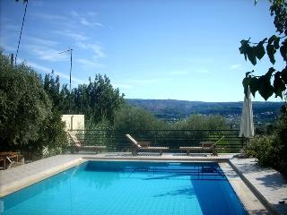 Dream house -nice village -large pool to share, Douliana