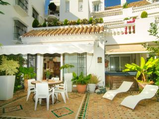 White Pearl Beach apartment w/ terrace heated pool, Elviria