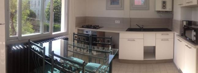 La cuisine est fonctionnelle et entièrement équipée