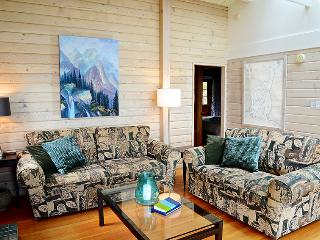 Beach Access~Expansive Ocean Views~sleeps 6~Comfy, Bowen Island