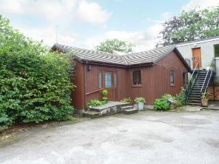 POLFEARN CHALET, detached, woodburning stove, hot tub, great base for walking, near Taynuilt, Ref 906072