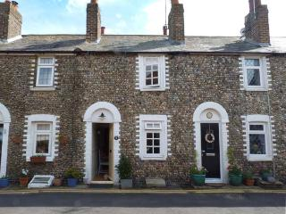 FLINT COTTAGE, woodburner, close to the coast, enclosed garden, character cottag