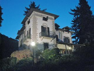 Stresa prestigious period villa on the hill