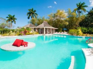 *PLEASE ENQUIRE FOR SPECIAL RATES* Luxury 5 Bed Fully Staffed Beachfront Villa