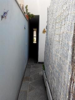 indipendent entry by narrow corridor
