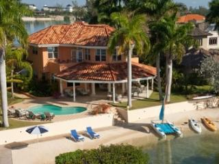 Beautiful Beachfront Villa with Private Pool, Montego Bay