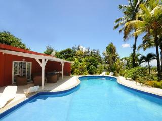 Villa Philibert, with pool on the beach, Riambel