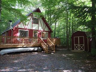 COZY & CHARMING POCONO CABIN NESTLED IN THE WOODS LOCATED AT ARROWHEAD LAKES.
