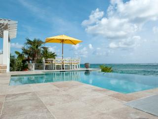 Private Beachfront Estate w/Pool, home theatre, Eleuthera