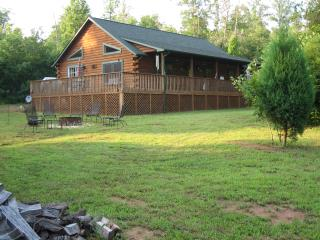 LUXE Cabin Less Then 3 Miles To Tryon Equestrian