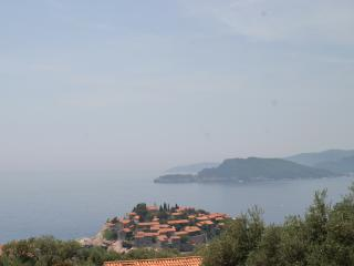 2 Bed Apartment Overlooking Sveti Stefan Beach