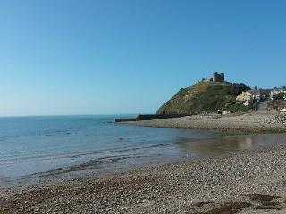 STUNNING NANTYFELIN APARTMENT FACING SEA CASTLE & MOUNTAINS IN CENTRAL POSITION., Criccieth