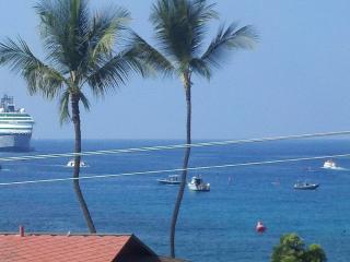 Kailua Bay Hideaway Direct Ocean Front Views !!, Kailua-Kona