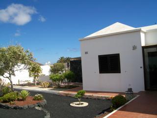 View front of Villa fron garden