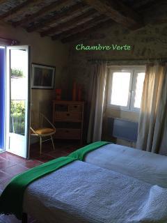 chambre verte (3 lits en 90x200)