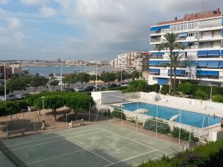Urbanización las Habaneras frente puerto deportivo, Torrevieja