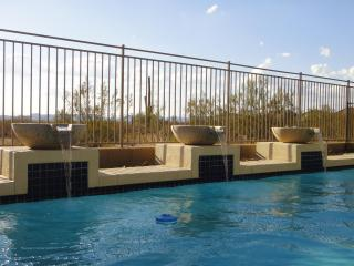 Free sunshine, Heated Pool, 12 Guests, Stunning!