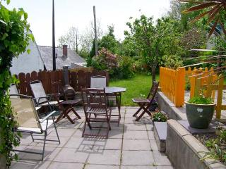 BANGOR COTTAGE, all ground floor, parking, enclosed garden, in Bangor, Ref 24470