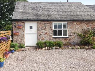 THE DAIRY, woodburner, WiFi, riverside walks, quaint studio property near Appleby, Ref. 913859