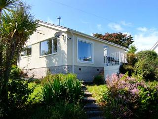 SEA VIEW COTTAGE, single-storey, woodburner, pet-friendly, sea views, in Benllech, Ref 906524