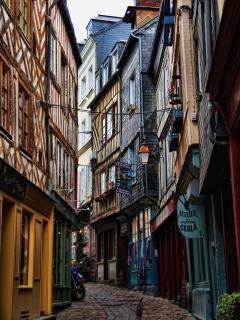 Get lost in the cobbled streets and enjoy it...