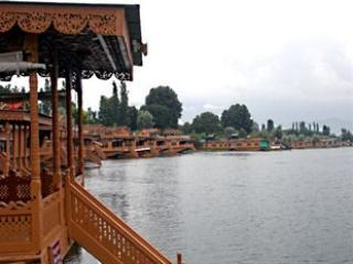 Houseboat Golden Lily, Srinagar