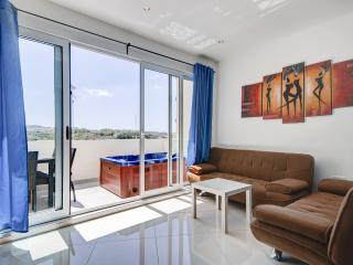 Sunny 2-bedroom with terrace and Seaviews, Sliema