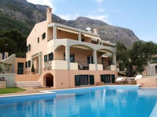 Villa IRIS - Luxurious Villa with Private Pool, Barbati