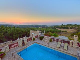 Family-Friendly Villa Erofili w/Pool+ Childrens Area+ BBQ! 14k m to Rethymno!