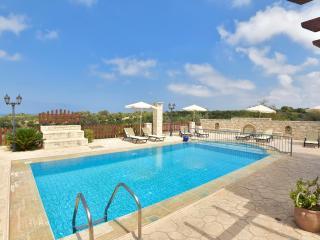 Family-Friendly Villa Erofili w/Pool+ Childrens Area+ BBQ! 14k m to Rethymno!