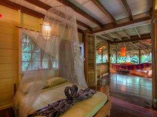 Casa Amarilla 2 bedroom Jungle Beach House, Puerto Viejo de Talamanca