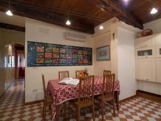 apartment 3 min from Piazza San Marco (Venice), bright overlooking canal