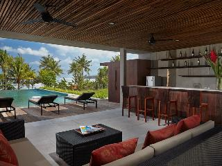 NEW 6BR ABSOLUTE BEACHFRONT VILLA - BOTH MENGENING, Canggu