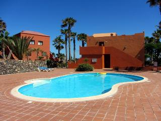 central apartment in private residence with pool, Corralejo