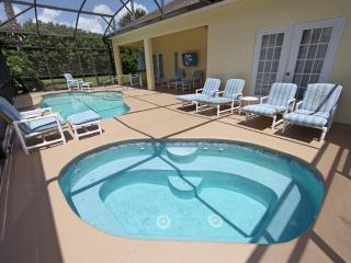 Large Spa and Lanai - 8 Loungers and Table with 4 Chairs