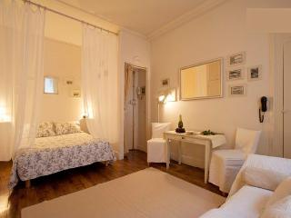 Romantic Studio Apartment in Ile Saint Louis, Paris
