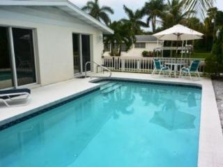 Charming Beach House in Longboat Key/ pool/pet/dock