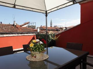 Penthouse with large roof terrace in Venice center, Veneza