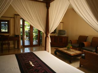 1 Bedroom Rumah Bali - your home away from home - 13