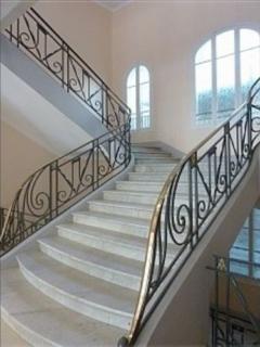 Escalier de l'immeuble / Marble Staircase of the building